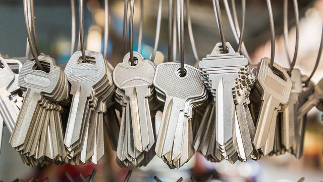 聘請不熟練的鎖匠會讓您破門 專業鎖匠的工藝至關重要