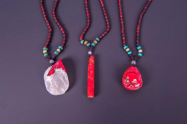 雞血石是什麼?雞血石做為飾品有什麼好處?