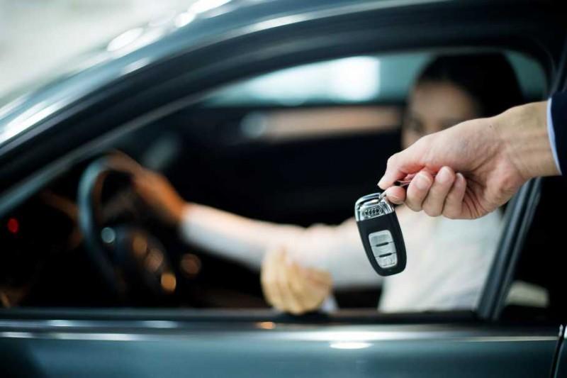 鑰匙遺忘在車內該怎麼做